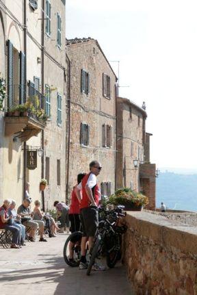Ciclistas em Pienza