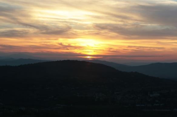 Pôr-do-sol em Montone